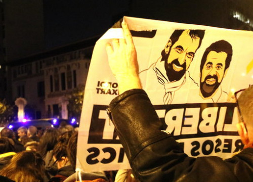 Poster calling for release of jailed Catalan leaders Jordi Sànchez and Jordi Cuixart (by ACN)