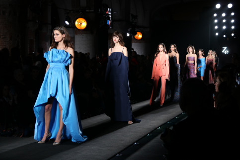 Models on the runway displaying Ze García's 'Millenial Couture' collection on January 29 2018 (by Andrea Zamorano)