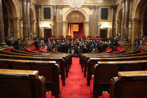 The Catalan parliament with some photographers on January 30, 2018 (by Elisenda Rosanas)