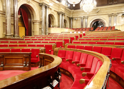 A picture of the empty Parliament with the signs of pro-independence CUP party on their seats on January 30 2018 (by Rafa Garrido)