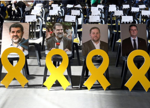 Yellow ribbons in front of photos of jailed leaders Jordi Sánchez, Jordi Cuixart, Oriol Junqueras and Joaquim Forn at a Catalan National Assembly event on February 25 2018 (by Maria Belmez)