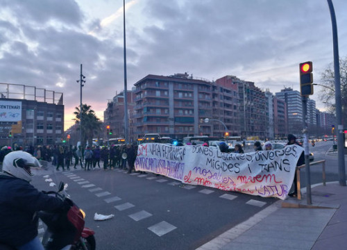 A protest cutting a major road in Barcelona, Avinguda Meridiana on early March 8, 2018 (by CDR Nou Barris)