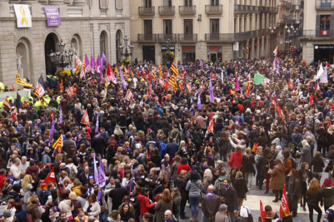 Protesters in central Barcelona on International Women's Day (by ACN)