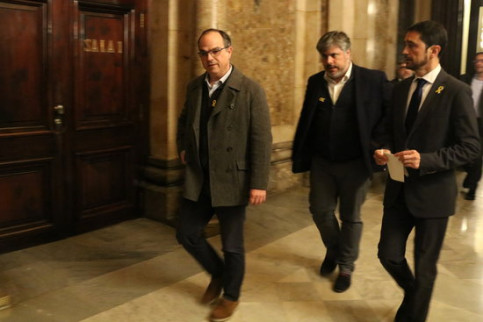 Jordi Turull alongside Albert Batet and Damià Calvet at Parliament (by ACN)