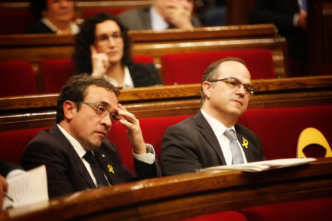 Jordi Turull (right) at the Parliament (by Marc Rovira)