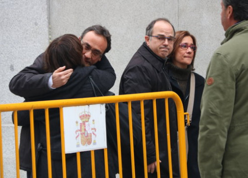 Deposed Catalan ministers Josep Rull (left) and Jordi Turull arrive in Spain's Supreme Court on March 23, the day of their imprisonment (by Xavier Alsinet)