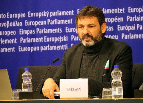 Founder of Proactiva Open Arms at European Parliament (by ACN)