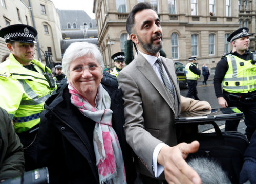 Clara Ponsatí and her lawyer, Aamer Anwar, after the judge ruled the deposed minister could go free on bail on March 28 2018 (photo courtesy of REUTERS / Russell Cheyne)