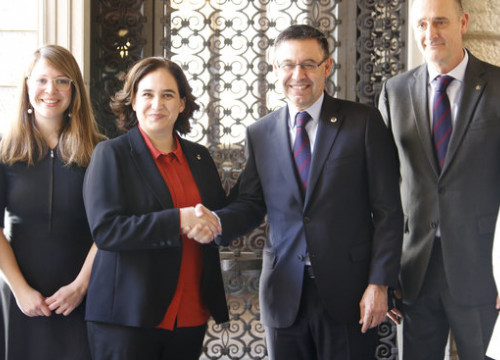 Barça president Josep Maria Bartomeu (centre right) alongside mayor of Barcelona Ada Colau (centre left)