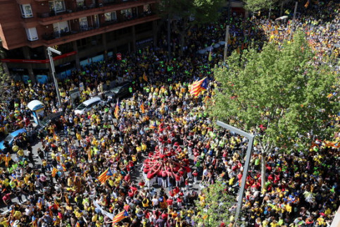 April 15 protest to demand the release of Catalan leaders in prison and return of those abroad, view from Avinguda Paral·lel (by Marina López)