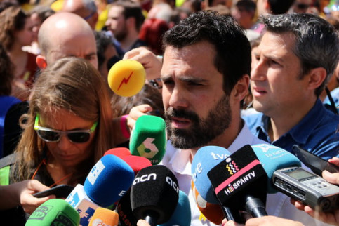 Speaker of the Catalan Parliament Roger Torrent giving statements to the press on April 15 2018 (by Gemma Sànchez)