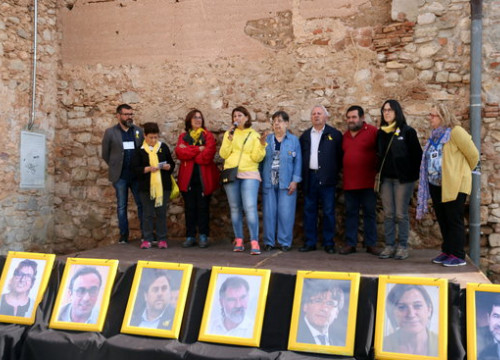 Family members of politicians in jail or abroad during an act at Collbató on April 28 2018 (by Mar Martí)