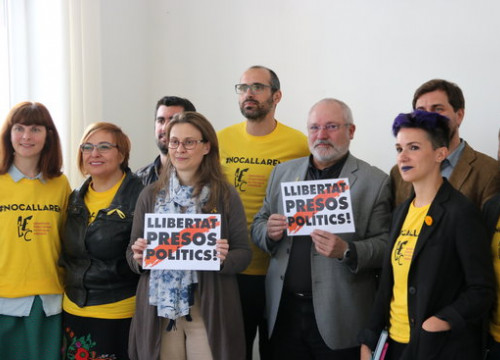 Catalan deposed ministers with writers in Brussels (by Blanca Blay)