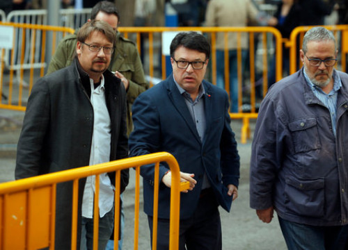 Former member of the Parliament Joan Josep Nuet arrives in court (by ACN)