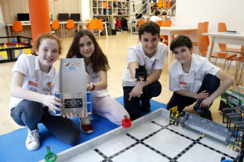 Núria Brusi, Laia Travé, Marc Falgueras and Àngel Roncero, four Catalan students who won an award at the VEX Robotics Competition (by ACN)