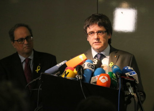 The Catalan former president Carles Puigdemont (right) with the current Catalan leader Quim Torra in Berlin on April 15, 2018 (by Tània Tàpia)