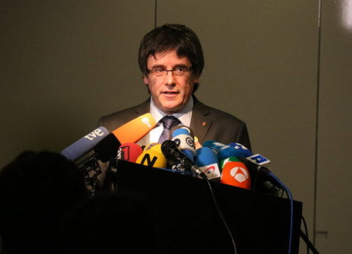 Carles Puigdemont speaks to the press in Berlin on May 15 2018 (by Tània Tàpia)