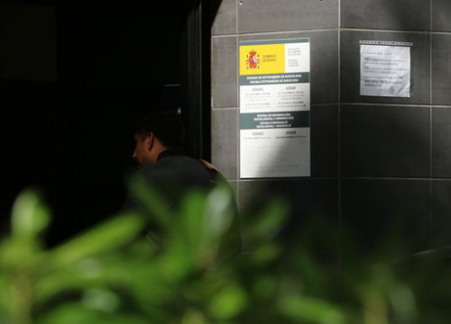 Man enters immigration office in Barcelona (ACN)