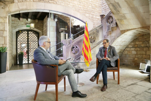 Catalan president Quim Torra (right) in an interview with Punt Avui with its director Xevi Xirgo (left) on May 19 2018 (image courtesy of El Punt Avui Televisió)