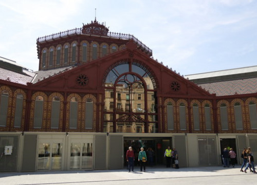 Outside the newly renovated Sant Antoni market in Barcelona (by Aleix Freixas)