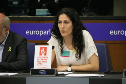 Joaquim Forn's daughter, Anna, speaking at the European Parliament in Strasbourg on May 29, 2018 (by Laura Pous)