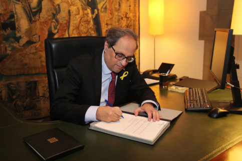 Quim Torra signing new decree for nominated ministers to form government (by ACN)