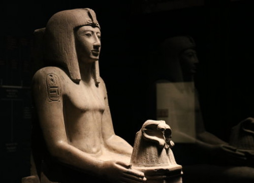 A statue of the pharaoh Seti II in the exhibit 'Pharaoh. Kind of Egypt.' at the Barcelona CaixaForum on June 7 2018 (by Aina Martí)