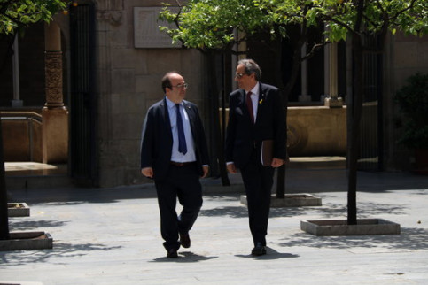 Socialist leader Miquel Iceta (left) and Catalan president Quim Torra (by Núria Julià)