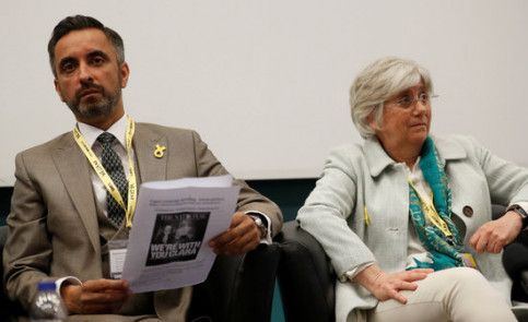 Clara Ponsatí with her lawyer, Aamer Anwar, on June 9, 2018 (by Reuters)