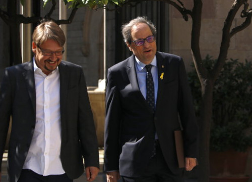 The Catalan president, Quim Torra (right,) with the Catalunya en Comú - Podem leader, Xavier Domènech, on June 11, 2018 (by Rafa Garrido)