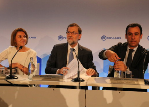 (From left to right) PP secretary general  María Dolores de Cospedal, Mariano Rajoy, and Fernando Martínez Maillo on Monday (by ACN)