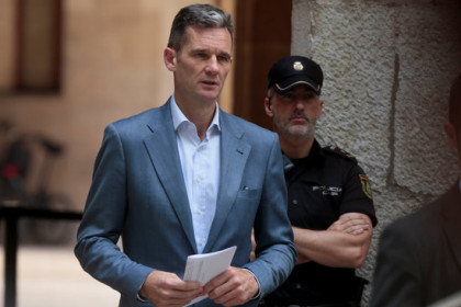 Iñaki Urdangarin leaves the court in Palma on June 13 (photo courtesy of Reuters)