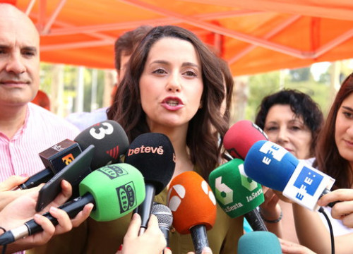 Ciutadans leader Inés Arrimadas speaks to the press on June 17 2018 (by Bernat Vilaró)
