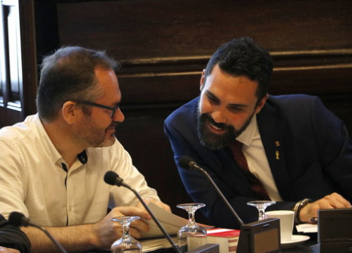 Roger Torrent and Josep Costa at a parliament bureau meeting on July 12 2018 (by Rafa Garrido)