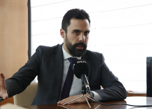 Parliament speaker Roger Torrent speaks to the Catalan News Agency (ACN) on July 13 2018 (Rafa Garrido)