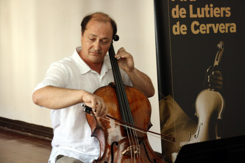 Laurentin Sbarcea plays the Giovanni Grancino cello in Cervera (by ACN)