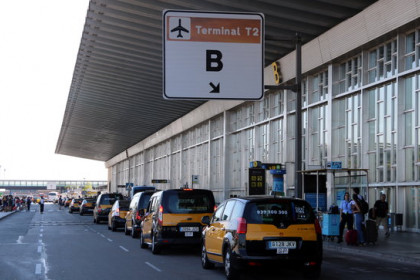 Barcelona's Terminal T2B airport entrance in August (by Àlex Recolons)