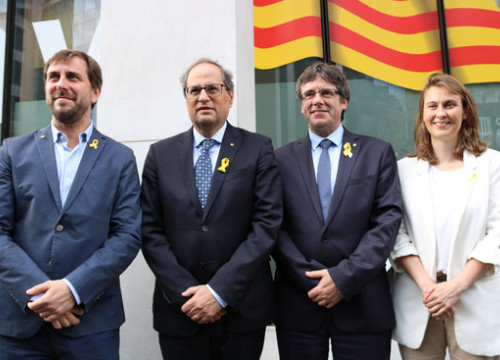 From left to right: former minister Toni Comín, former president Carles Puigdemont, president Quim Torra, and former minister Meritxell Serret (by Natàlia Segura)