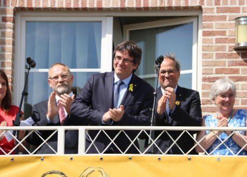 Former Catalan president Carles Puigdemont (center) in Waterloo (by ACN)