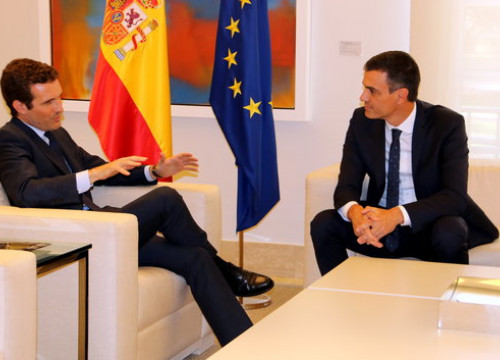 Spanish president Pedro Sánchez and leader of the opposition Pablo Casado meeting on Thursday (ACN)