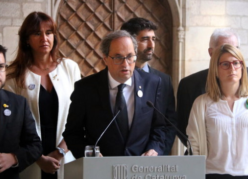 The Catalan president, Quim Torra, during his speech, supported by his ministers (by Gemma Aleman)
