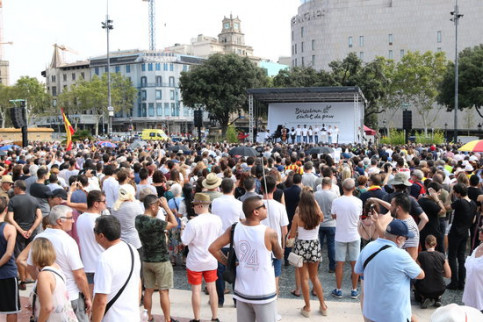 The Plaça Catalunya square during the main August 17 terror attacks remembrance event (by Andrea Zamorano)
