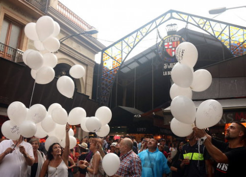 Balloons floated over La Rambla as a remembrance for the August 17 incidents' victims (by Pere Francesch)