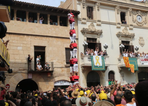 The Colla Jove de Xiquets castellers perform a human tower for Sant Fèlix on August 30 2018 (by Gemma Sánchez)