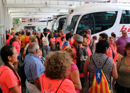 Hundreds of demonstrators preparing to board buses on the way to Barcelona for the 2018 National Day demonstration. (Photo: Jordi Marsal)