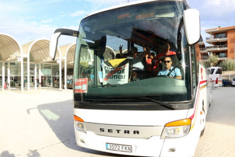 Bus carrying pro-independence supporters from Tortosa southern Catalonia (ACN)