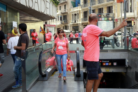 National Day demonstrators stepping out of a metro station in Barcelona. (Photo: Laura Fíguls)