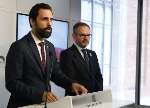 Parliament speaker Roger Torrent (ERC) and parliament vice president Josep Costa (JxCat) speak to the press on September 25 2018 (by Marta Sierra)