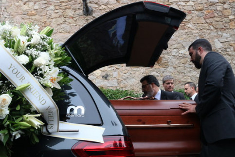 Montserrat Caballé's coffin after her funeral in Les Corts, Barcelona on October 8, 2018 (by Elisenda Rosanas)