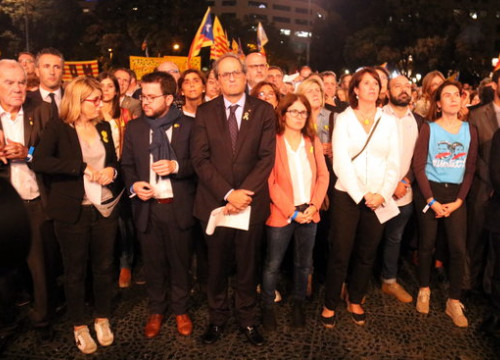 Catalan government members demonstrating after the requested prison sentences  for pro-independence leaders (by Miquel Codolar)